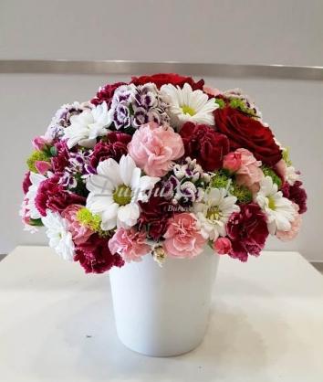 Renkli Mevsim Çiçek ArajmanI-Seramik Vazoda